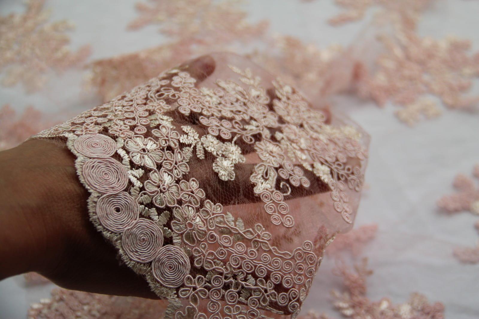 49506227bd45 Koronka gipiurowa nr 1 - pudrowy róż z nutą moreli Textilmania